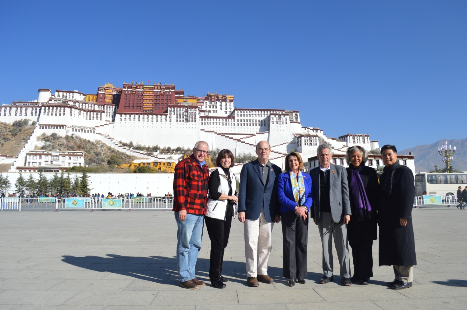 Nancy-Pelosi-in-Lhasa