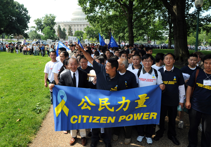 UNITED STATES - JUNE 04: Former political prisoner, Dr. Yang Jianli, waving, president, Initiatives for China, finishes a the GongMin Walk which he started in Boston to thanks the American people for their support while he was in prison, June 4, 2008. Today, June 4, is the 19th anniversary of the Tiananmen Square massacre. (Photo By Tom Williams/Roll Call/Getty Images)