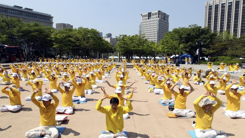 "South Korean members of Falun Dafa, also known as Falun Gong, perform during a rally to commemorate ""World Falun Dafa Day,"" which falls on May 13, in Seoul, South Korea, Sunday, May 10, 2015. More than 500 practitioners attending Sunday's rally denounced the Chinese government's alleged policy of harassment and torture of Falun Dafa members in China. (AP Photo/Ahn Young-joon)"